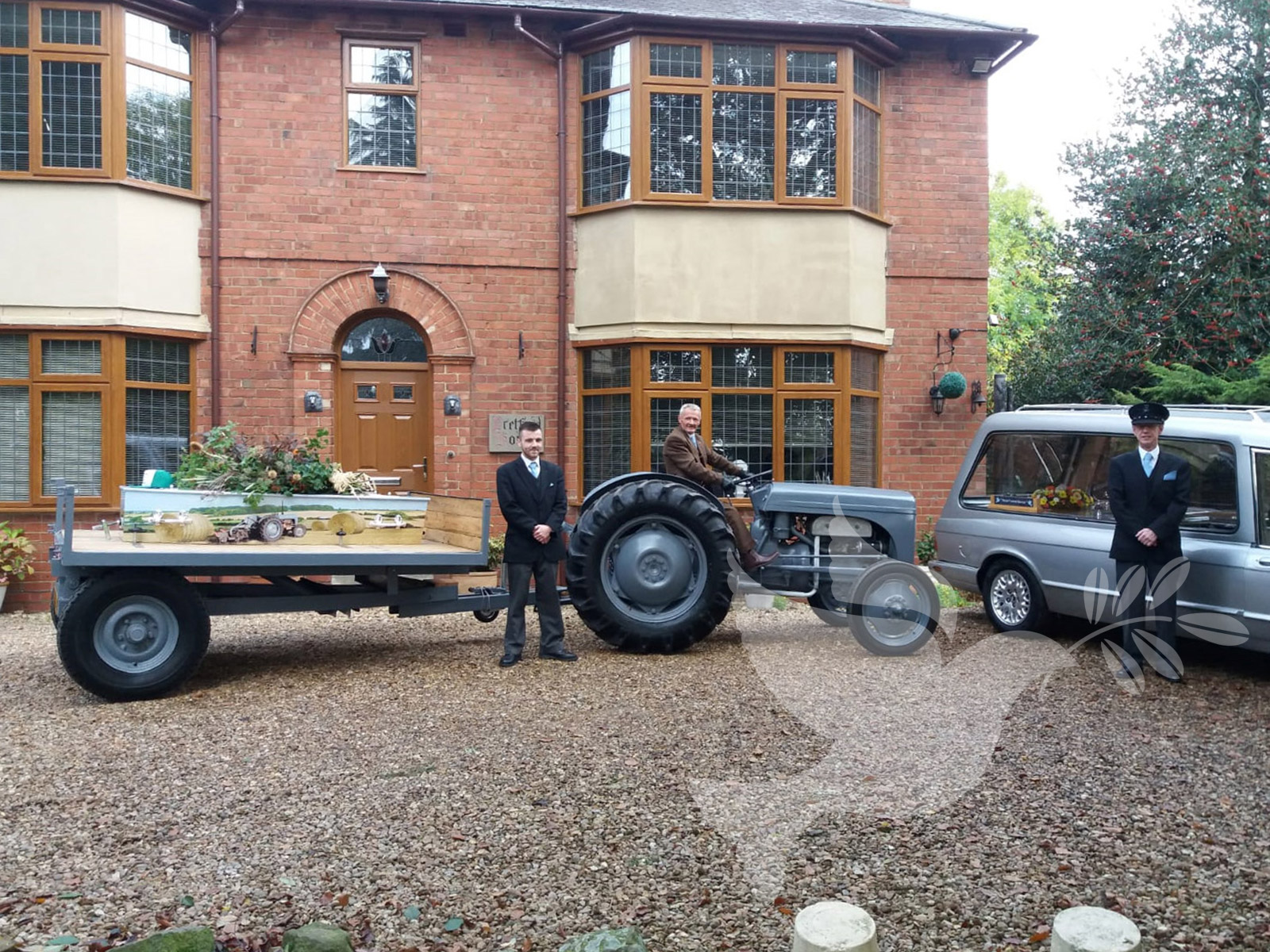 Vintage Grey Ferguson Tractor and Trailer Bier